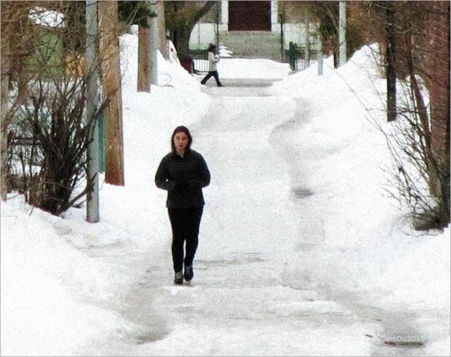 BAIN DE PIED - Fin mars, dans une ruelle de Rosemont Petite-Patrie, Montréal