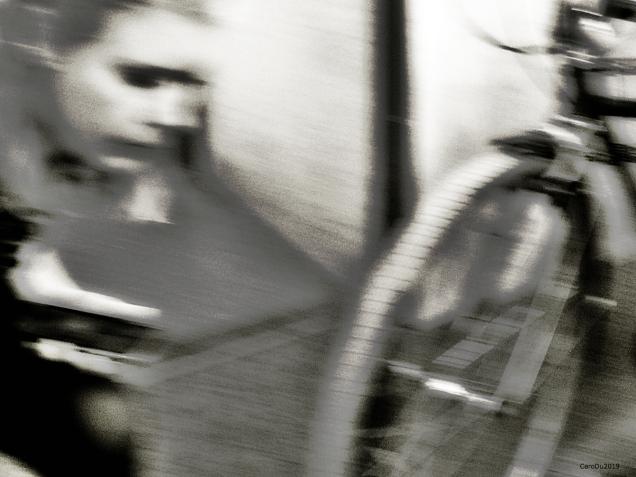 Fille et vélo